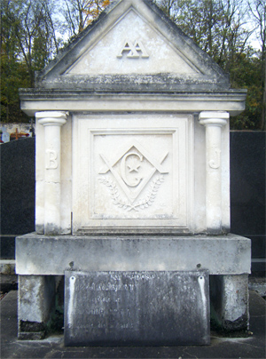 Tombe maçonnique à Rochecorbon (37), photo L. Bastard